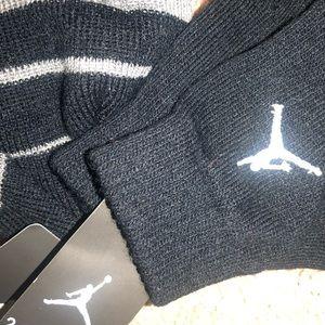 Jordan Accessories - Youth Jordan black n gray beanie and mittens